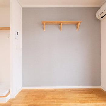 小さな棚がついているところもいいですね◎※写真は似た間取りの別部屋