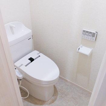 トイレは玄関のすぐそばにあるんです。