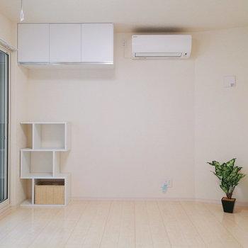 【洋室6帖】ここは寝室に良さそうです。※家具はサンプルです