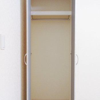 【洋室7.4帖】こちらの収納には普段使いしないものを。
