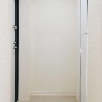 玄関スペースも広め設計。