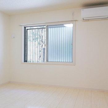 【洋室7.4帖】ここはのんびり+収納ルームに良さそうですよ。