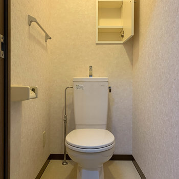 トイレです。小棚が付いてるのがgood