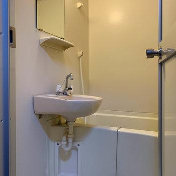 洗面台同室のお風呂です。