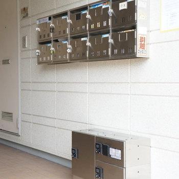 共用部】あるのはあります、コンパクトな宅配ボックス!※写真は工事直後のもの
