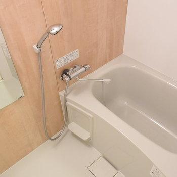 【浴室】こちらもリビングとお揃いで木目調。※写真は工事直後のもの