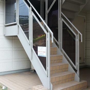 共用部】階段のみの建物になりますが、お部屋は2階です!