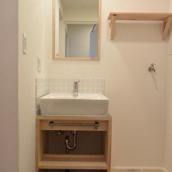 【脱衣所】洗濯機は洗面台横へ!