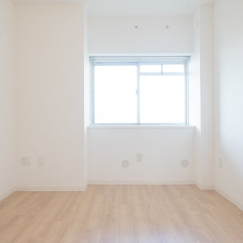 北側の5畳の洋室は出窓つき。※写真は同タイプのモデルルームです