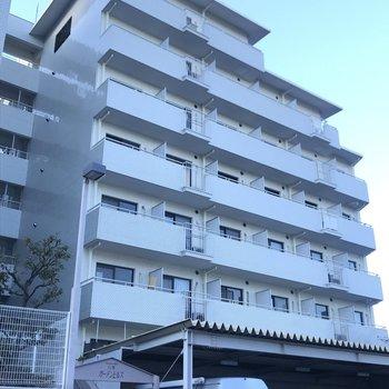 白を基調としたこのマンションです!
