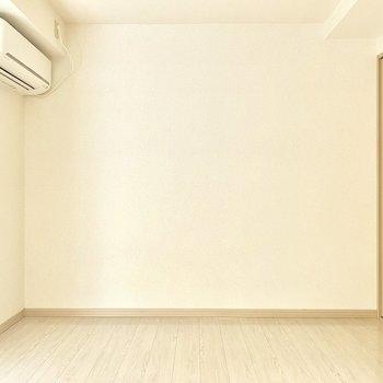 白を基調としたシンプルな空間