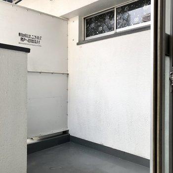 和室の奥にはバルコニー。ここにはグリーンを飾ってリフレッシュの空間に。