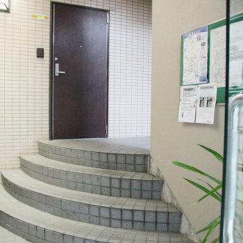 入り口の共有部も見て