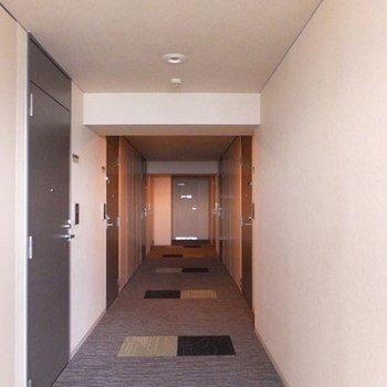 ホテルのような内廊下も高級感があります。