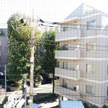 眺望は普通に少し緑です※3階別部屋からの眺めです