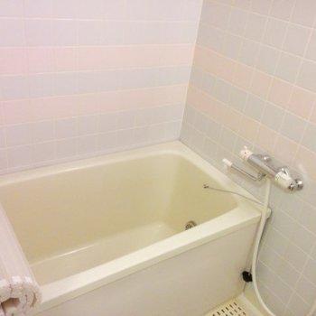 お風呂にタイルあります※写真は3階の同間取り別部屋のものです