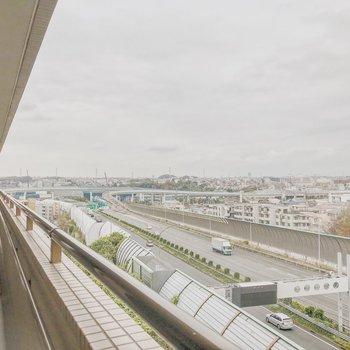 玄関側からは東名高速が見えます!