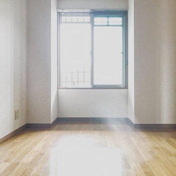 【工事前】玄関側のお部屋も日当たり◎