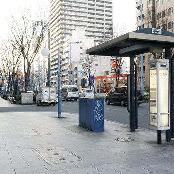 【周辺】目の前がバス停ですね!大阪天満宮や南森町も射程圏内