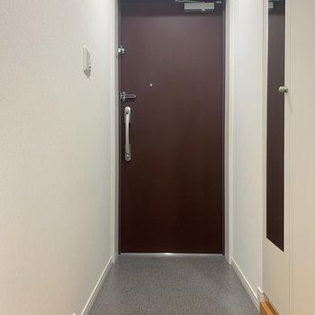 玄関は2人同時に入れそう