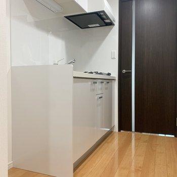 冷蔵庫はキッチン横に置けます