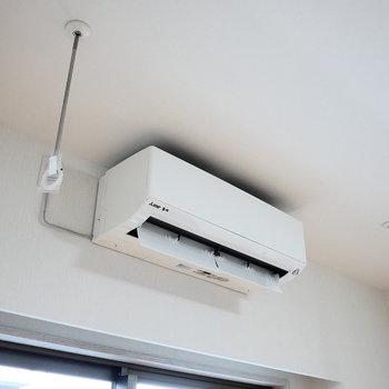 窓際で洗濯物干せますよ。※写真は2階の同間取り別部屋のものです