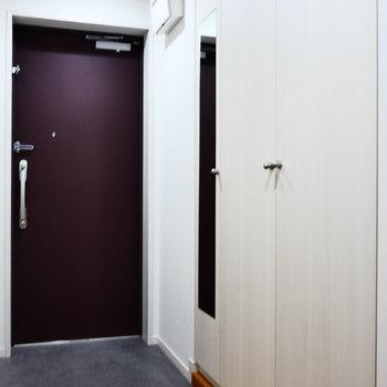 玄関スペース。収納が豊富。※写真は2階の同間取り別部屋のものです