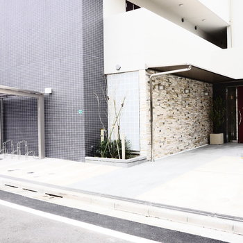敷地内に、駐車場と駐輪場あります。