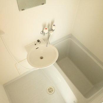 お風呂と洗面台は一緒の空間に。※写真は通電前のものです