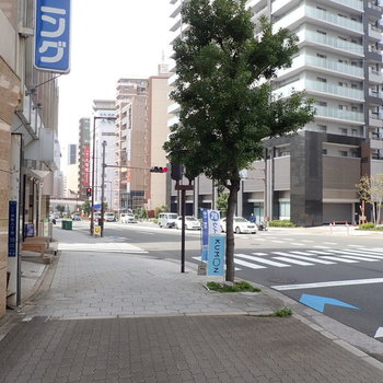 【周辺環境】上町台地という場所で、周辺は坂道が多いです!レトロで楽しい「空堀商店街」もすぐそこ!