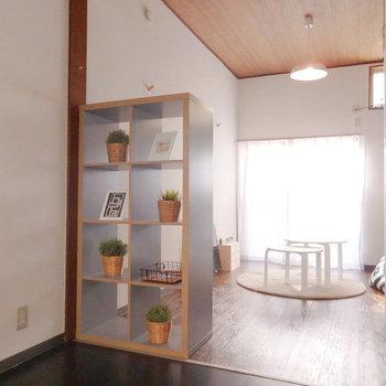 (家具設置イメージ)真ん中にはパーテーションを付けて居室とダイニングを分けるといい思います