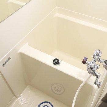 浴槽は若干コンパクト・・・