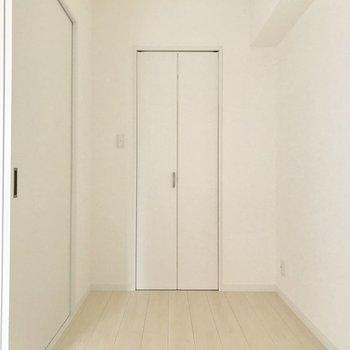この奥には、、、※写真は4階の反転間取り別部屋のものです