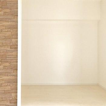 洋室は寝室向きかな。※写真は4階の反転間取り別部屋のものです
