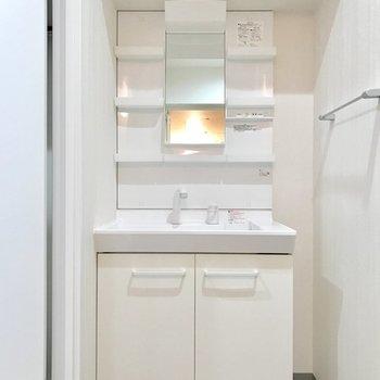 シンプルな洗面台だから使いやすい◎※写真は4階の反転間取り別部屋のものです