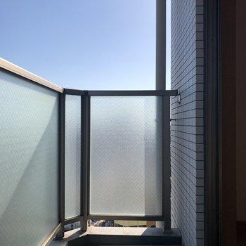 朝起きたら、バルコニーで朝日を浴びたい!※写真は10階の同間取り別部屋のものです