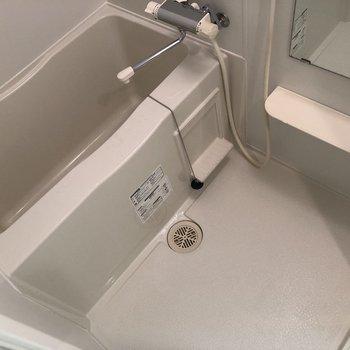 湯船で1日の疲れを癒やしましょう。※写真は10階の同間取り別部屋のものです