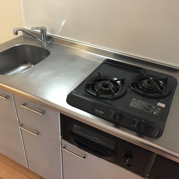 充実しているキッチン設備◎※写真は10階の同間取り別部屋のものです