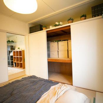 天袋の戸があえて外されているので、こんな風にオープン収納として使ってもよしです※写真はモデルルーム