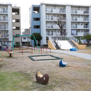 公園や広場もいろんな場所にあります。