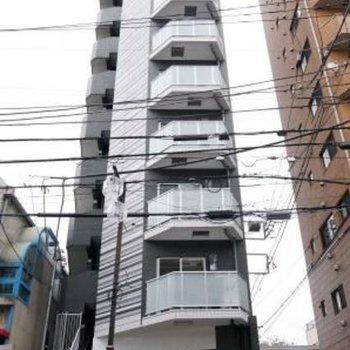 外観どどんと10階建て!