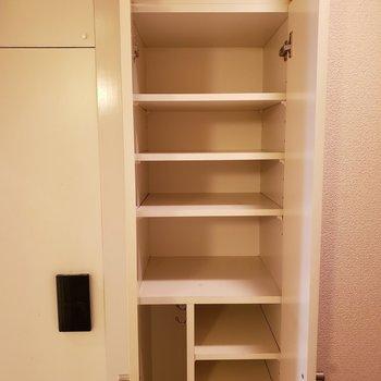 大容量のシューズBOX!※写真は1階の同間取り別部屋のものです