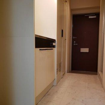 タイル張りの廊下になっていますね。※写真は1階の同間取り別部屋のものです