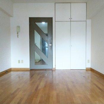 ライトグレーの扉がおしゃれ♪※写真は4階の反転間取り別部屋のものです