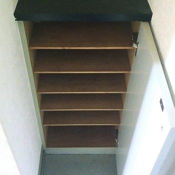 ちょうどいい高さなので上を鍵置き場にしたらいいかも!※写真は4階の反転間取り別部屋のものです
