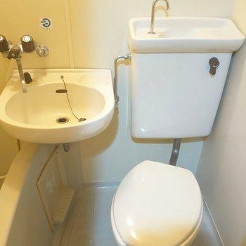 清潔感のあるトイレ※写真は4階の反転間取り別部屋のものです