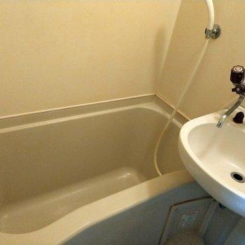 お風呂も結構広さあります!※写真は4階の反転間取り別部屋のものです