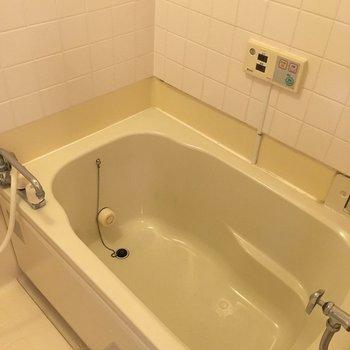お風呂は追い焚き機能付き!