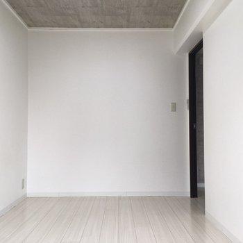 真っ白な寝室