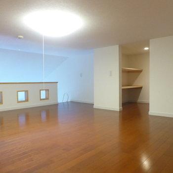 【ロフト】逆側から。おや?収納スペースが見えますね!※写真は2階の同間取り別部屋のものです